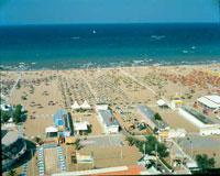 spiaggia con bandiera blu