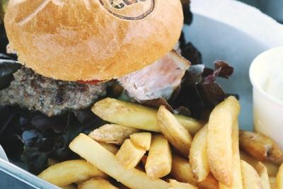 evitare cibi grassi, fonte di colesterolo cattivo