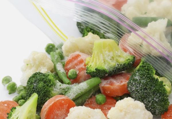 Verdura congelata in piccoli pezzi