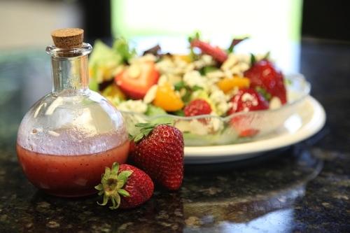 Insalatona con frutta e verdura